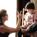 """Ema asetab lapse """"aeg-maha"""" toolile rahunema."""